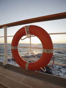 Life preserver on ship railingの写真素材 [FYI02128234]