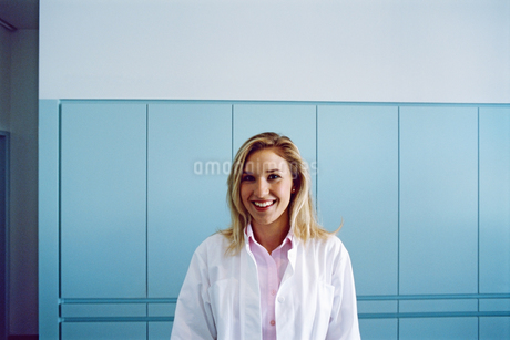 Portrait of a young female doctorの写真素材 [FYI02128730]