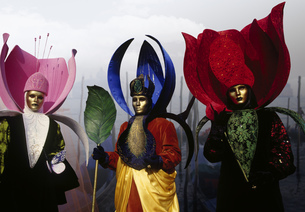 Three costumed Carnival participants in Venice, Italyの写真素材 [FYI02129067]