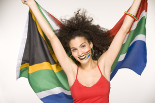 Young woman holding South African flagの写真素材 [FYI02129128]