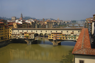 View from Uffizi to Ponte Vecchio, Florence, Italyの写真素材 [FYI02129153]