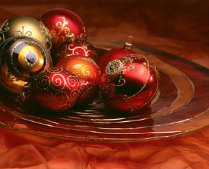 Still life of Christmas decorationsの写真素材 [FYI02129200]