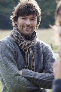 Man wearing warm clothing outdoorsの写真素材 [FYI02129480]