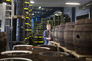 Brewer with beer kegs at brewery warehouse in Traunstein, Bavaria, Germanyの写真素材 [FYI02129517]