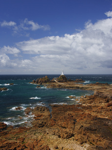 The Corbiere Lighthouse during low tide, in the South West of Jersey, Channel Islands, UKの写真素材 [FYI02129619]
