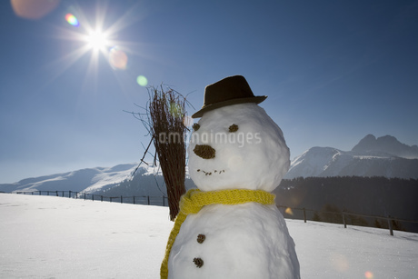 Snowman with scarf and broom, Luesener Alm, Dolomite Alps, South Tyrol, Italyの写真素材 [FYI02129705]