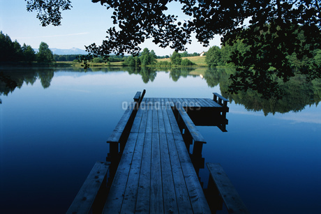 Dock in Bavaria, Germanyの写真素材 [FYI02130217]