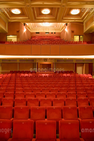 Seating in empty theaterの写真素材 [FYI02130245]