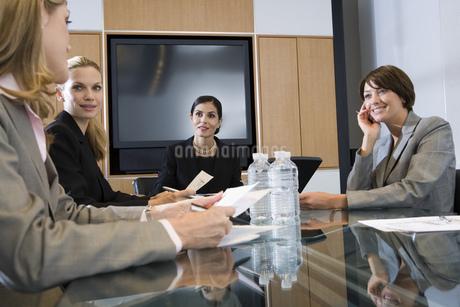 Group of businesswomen at meetingの写真素材 [FYI02130384]