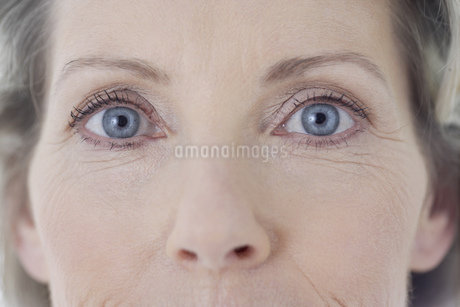 Close up of senior woman's eyesの写真素材 [FYI02130417]