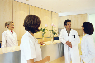 A group of doctors conversing in office settingの写真素材 [FYI02130451]