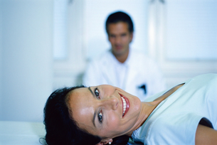 Portrait of a young female patient on a stretcherの写真素材 [FYI02130596]
