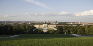Areal View of Schonbrunn Palace and Vienna, seen from The small Gloriette at Palace Garden, Austriaの写真素材 [FYI02130659]