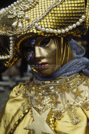 Costumed Carnival participant in Venice, Italyの写真素材 [FYI02130697]