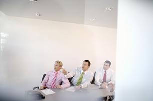 Businessmen having meetingの写真素材 [FYI02131098]
