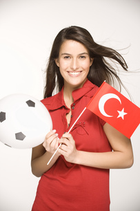 Young woman holding Turkish flagの写真素材 [FYI02131219]