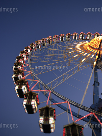 Amusement park rides in Munichの写真素材 [FYI02131317]