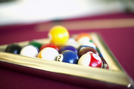 Detail view of pool balls in a triangleの写真素材 [FYI02131370]