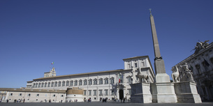 Quirinal Palace under blue sky, Rome, Italyの写真素材 [FYI02131376]
