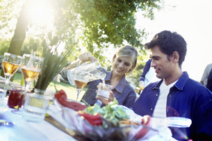 Man and woman at dinner party outdoorsの写真素材 [FYI02131419]