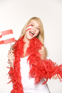 Young woman holding Austrian flagの写真素材 [FYI02131428]