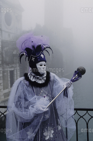 Costumed Carnival participant in Venice, Italyの写真素材 [FYI02131468]