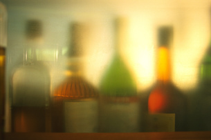 Blurred liquor bottlesの写真素材 [FYI02131523]