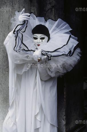 Carnival-goer in harlequin costume, Venice, Italyの写真素材 [FYI02131673]