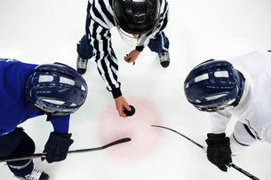 Directly above shot of referee and two ice hockey players inの写真素材 [FYI02131972]