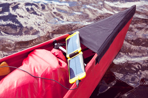 Solar cell phone charger on canoe in lakeの写真素材 [FYI02132327]