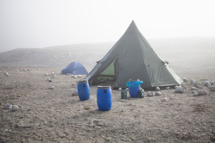 View of barrels near camping tentsの写真素材 [FYI02133823]