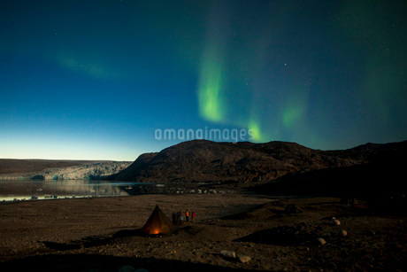 Northern green lights or Aurora Borealis over tent at nightの写真素材 [FYI02134432]