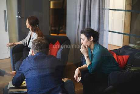 Professionals sitting in board room during meeting at creative office seen from glassの写真素材 [FYI02142086]