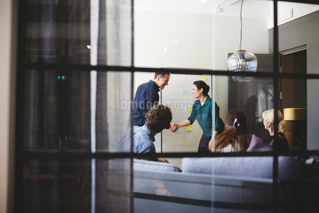Business team in board room seen from glass at creative officeの写真素材 [FYI02142945]