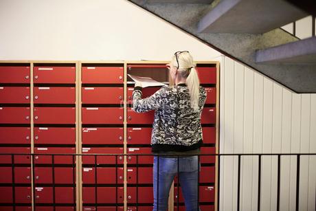 Teacher taking documents from locker at school corridorの写真素材 [FYI02143175]
