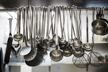 Utensils on metal rack in commercial kitchenの写真素材 [FYI02144096]