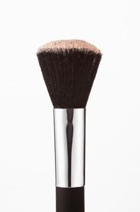 Close up of blush powder on makeup brushの写真素材 [FYI02145214]