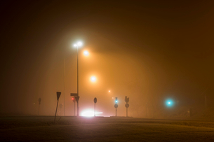 Illuminated street lights during winter at nightの写真素材 [FYI02146821]