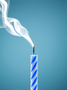 Close up of extinguished birthday candleの写真素材 [FYI02147931]