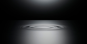 Ripple in surface of still waterの写真素材 [FYI02148592]