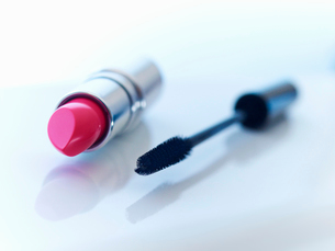 Close up of tube of lipstick and mascaraの写真素材 [FYI02149473]