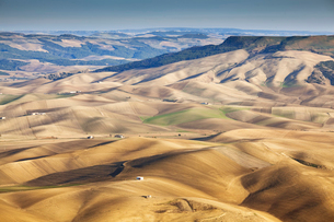 Aerial view of dry rural landscapeの写真素材 [FYI02149977]