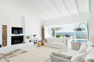 Modern living roomの写真素材 [FYI02150886]