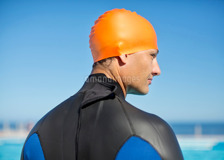Triathlete wearing wetsuit and capの写真素材 [FYI02151187]