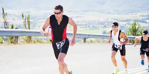 Runners in race on rural roadの写真素材 [FYI02151363]