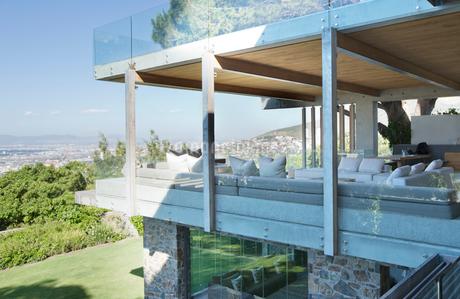 Glass walls of modern houseの写真素材 [FYI02151826]