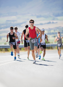 Runners in race on rural roadの写真素材 [FYI02151868]