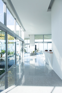 Hallway of modern houseの写真素材 [FYI02152763]