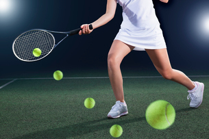 Multiple exposure of tennis player hitting ball on courtの写真素材 [FYI02152774]