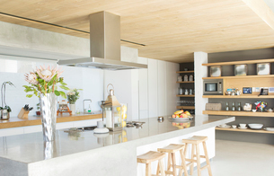 Counter top in modern kitchenの写真素材 [FYI02153147]
